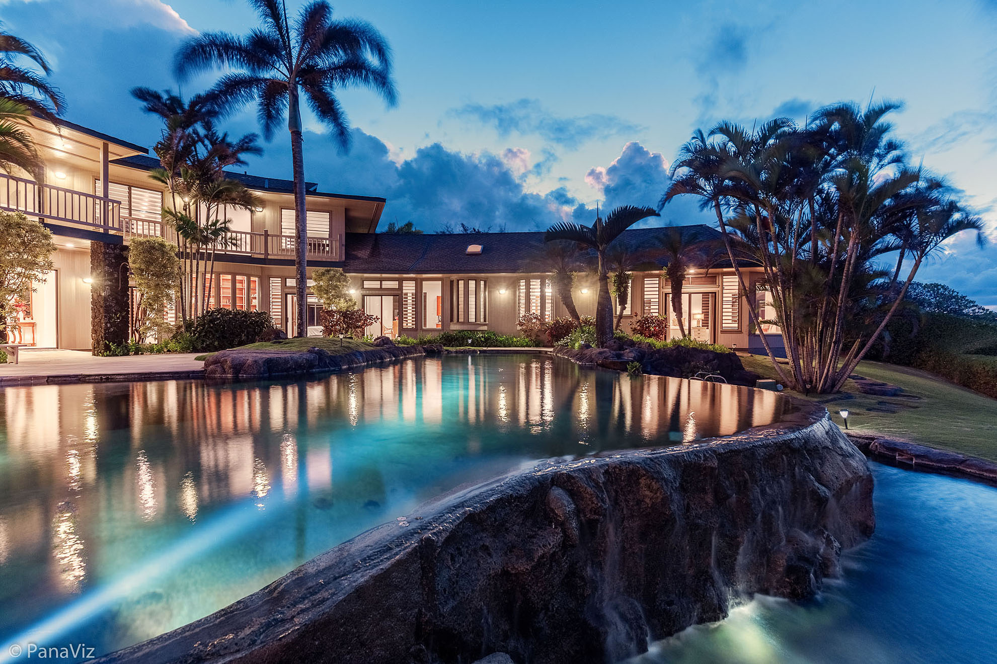 This image has an empty alt attribute; its file name is Kauai-luxury-vacation-home-photo-panaviz.jpg